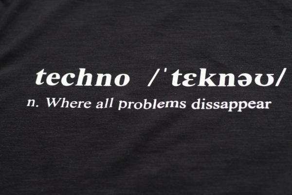 camiseta negra techno definition 2